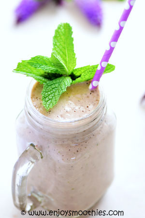 almond mint smoothie