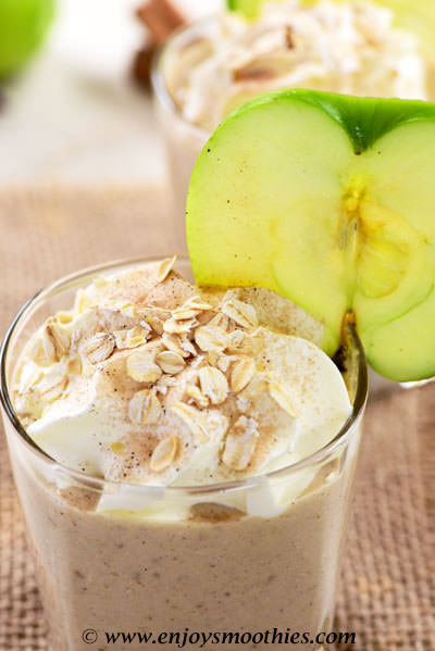 banana oat smoothie with apple