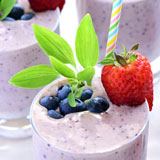 berry almond breakfast smoothie