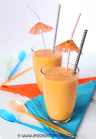 Mango carrot smoothie with ginger