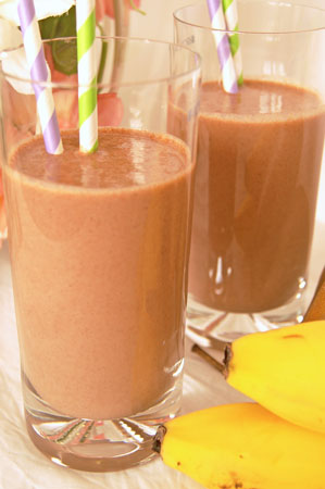 creamy chocolate and pear smoothie