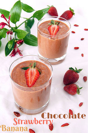 chocolate banana strawberry smoothie with Goji berries