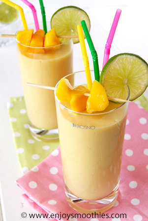 coconut mango smoothie with lime