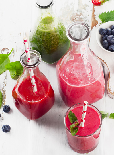 detox spinach and berry smoothies