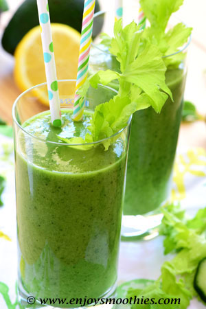 green smoothie with ginger and mint
