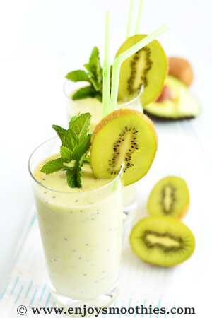 Grape kiwi smoothie with avocado
