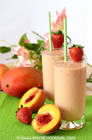 peach mango strawberry smoothie