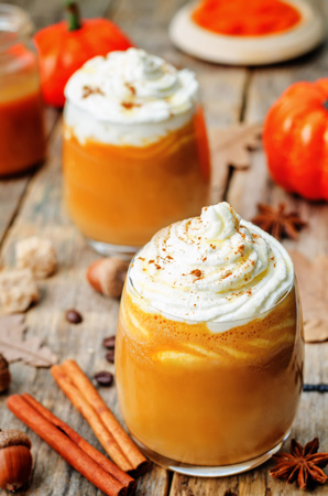 pumpkin pie smoothie with maple syrup