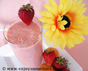 strawberry and apricot smoothie