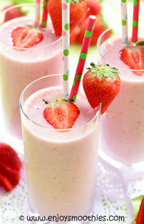strawberry banana smoothie with honey and vanilla