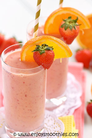 strawberry banana orange smoothie