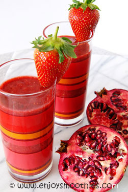 strawberry raspberry and pomegranate smoothie