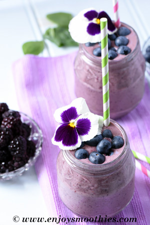 blackberry smoothie with blueberries