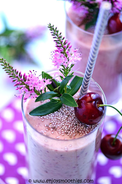 cherry smoothies with chia seeds
